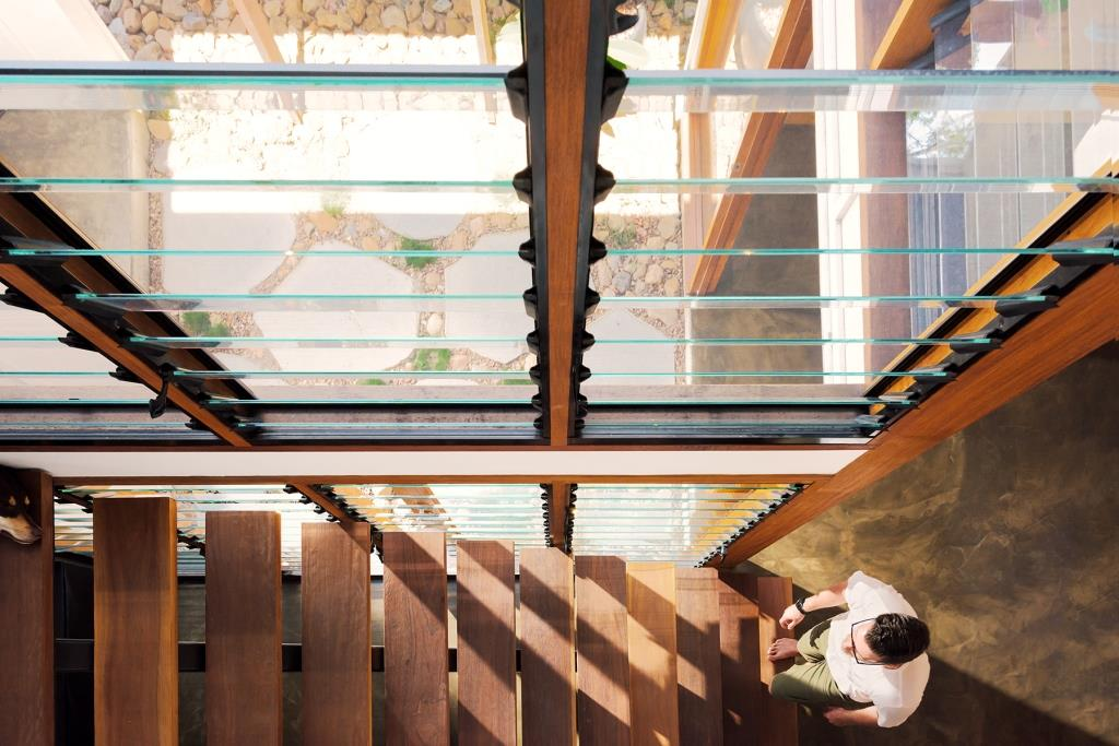 Birds-eye-view-of-Breezway-Louvres-with-glass-blades