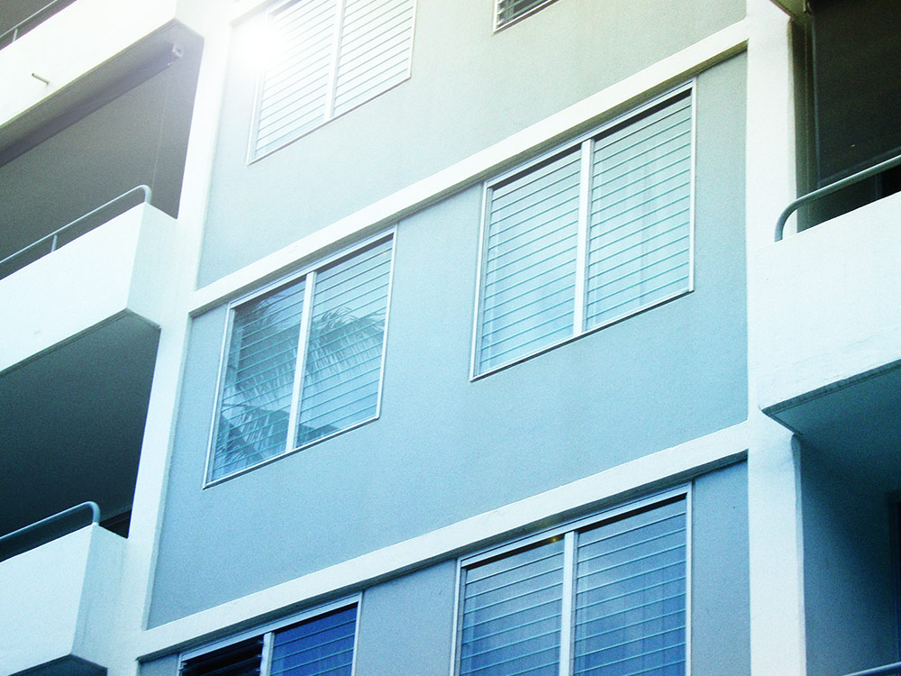 Breezway-Louvre-Windows-in-Apartments-Townhouses