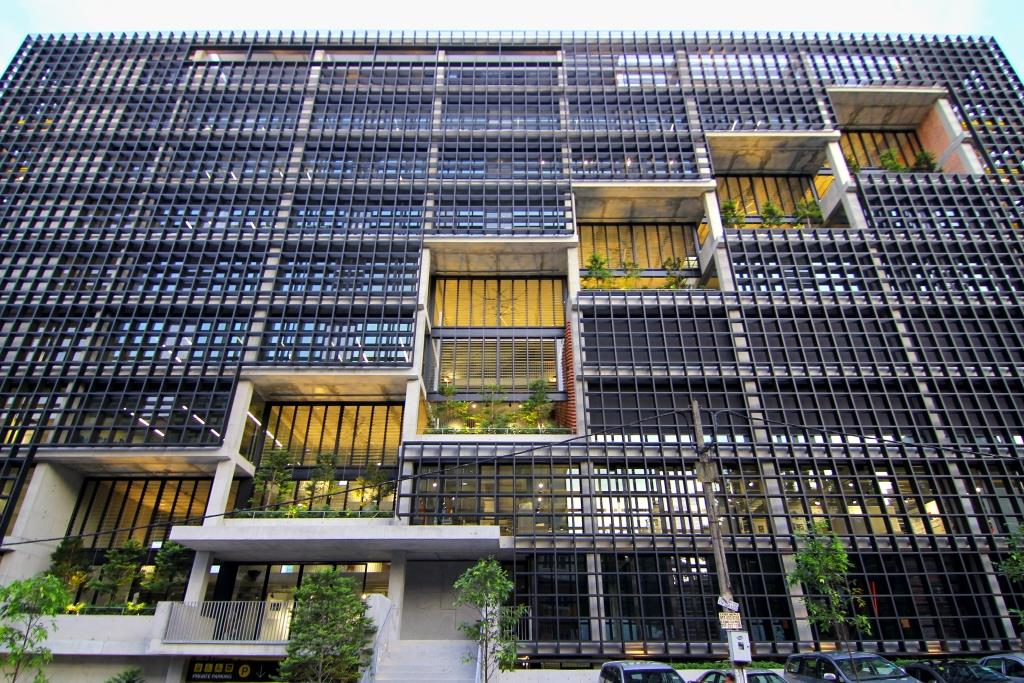 Breezway-Louvres-open-wide-to-provide-natural-ventilation-in-office-buildings