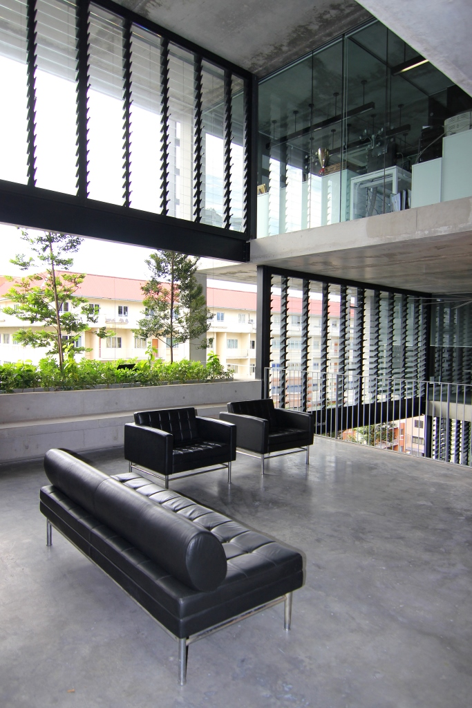 Outdoor-views-are-maximised-with-Breezway-Louvre-Windows
