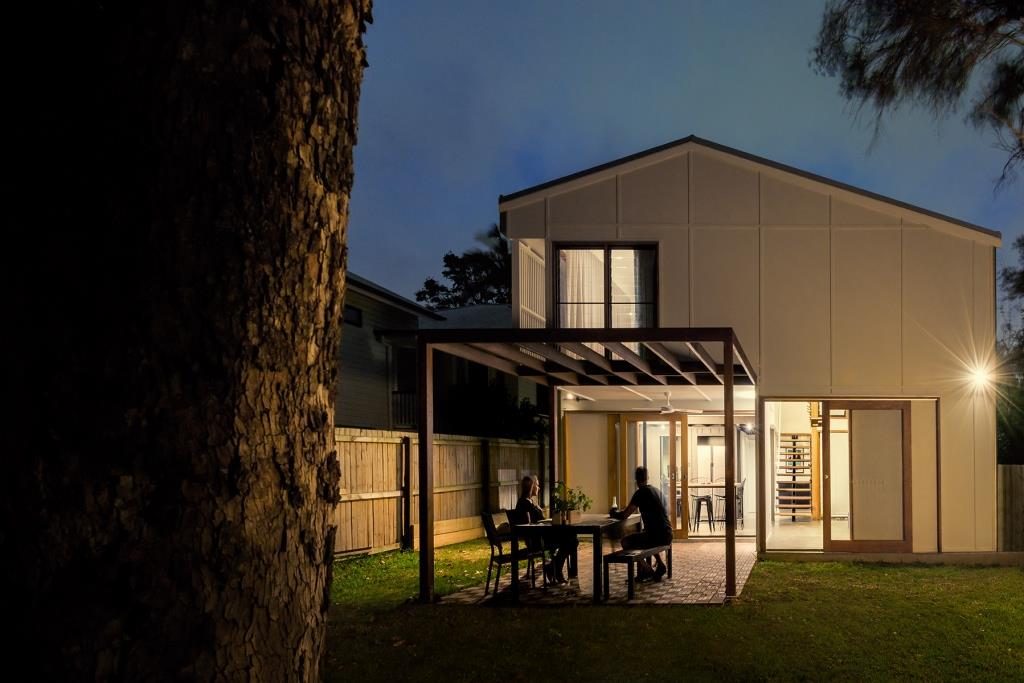 View-of-backyard-at-Yeronga-project-with-Breezway-Louvres